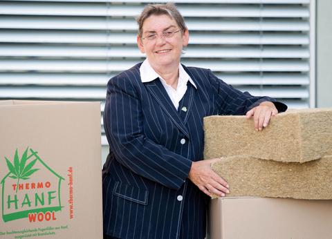 canapa industriale la donna della canapa tedesca vince il premio per l ambiente in germania. Black Bedroom Furniture Sets. Home Design Ideas